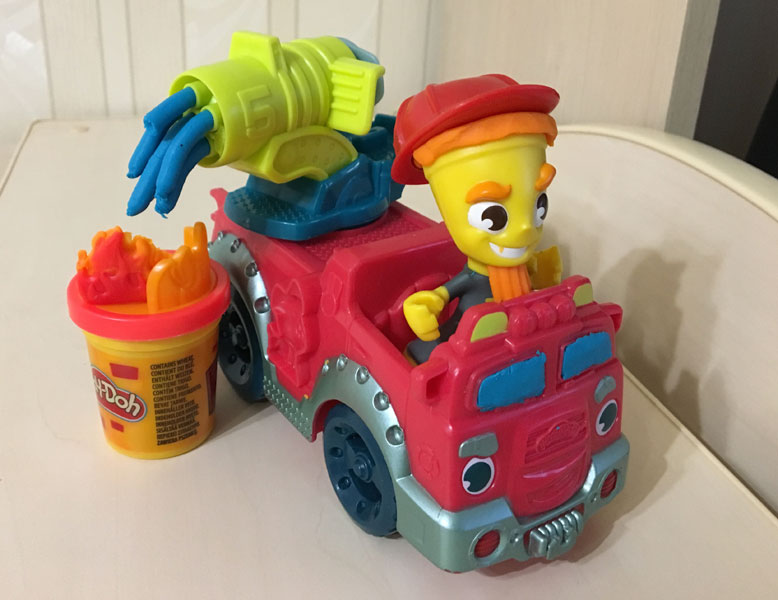набор play doh пожарная машина