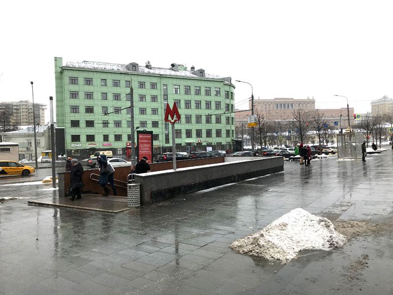 выход из метро Марксистская