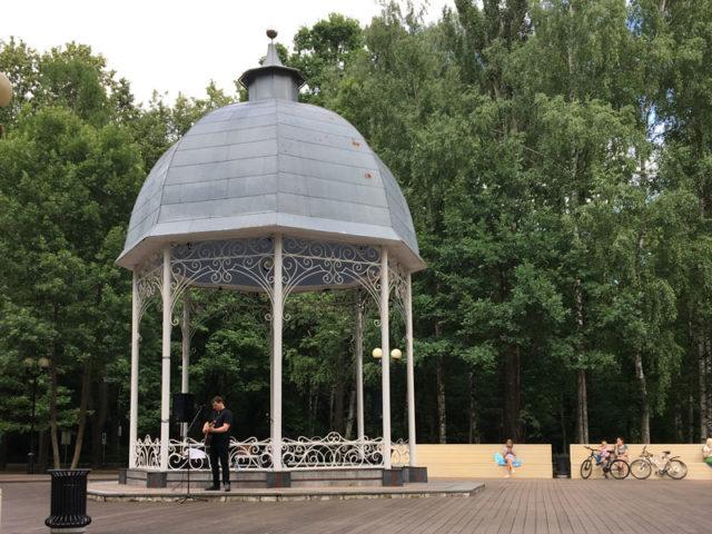 Музыкальная бесндка в измайловском парке