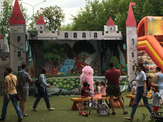Сцена в парке Кроха