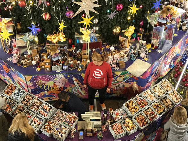 ГУМ продажа новогодних игрушек